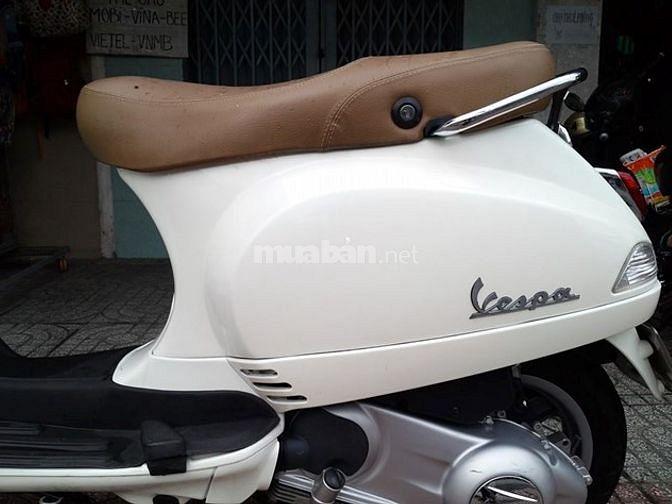Vespa LX màu trắng chính chủ 2012
