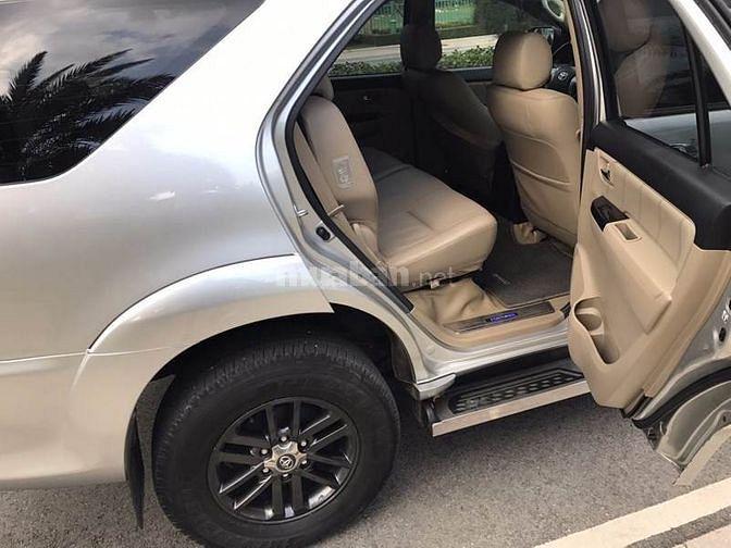 Cần bán xe Toyota Fortuner 2.7V 2016 số tự động màu bạc