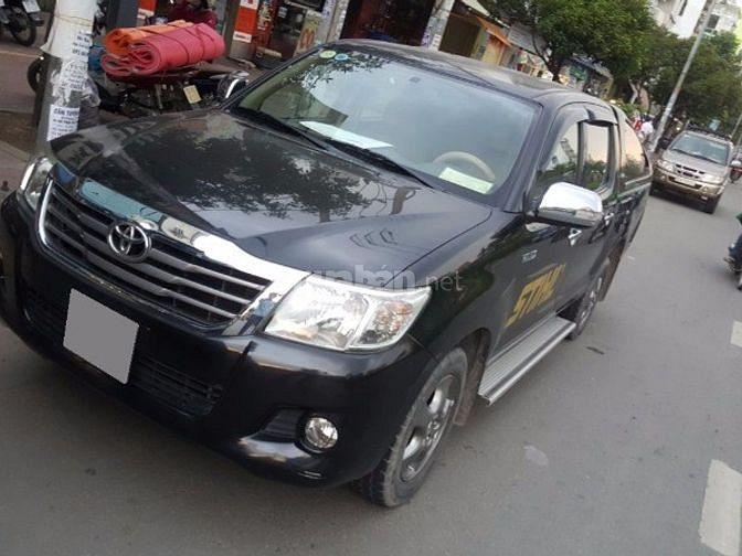 Bán xe Toyota Hilux 2.5 E số sàn 2013 màu đen nhà xài kỹ zin cứng