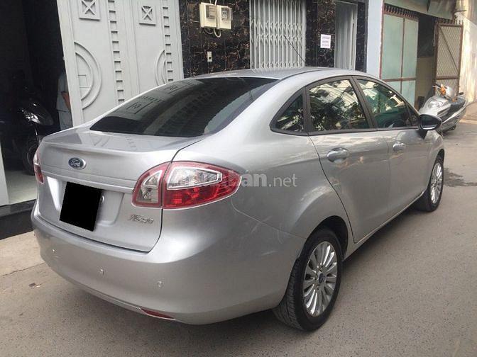Cần bán xe Ford Fiesta 1.6at 2012 màu bạc cực đẹp