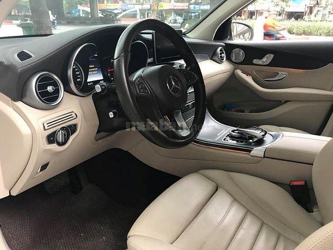 Lên sóng siêu phẩm Mercedes GLC300 2016 AMG màu trắng zin
