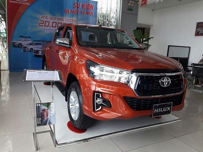 Toyota An Sương bán xe HIlux 2.4 AT tặng 10 món.