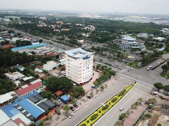 Gia đình có 3500m2 đất đã tách 500m2, góc 2 mặt tiền,ngay chợ Tóc Tiên