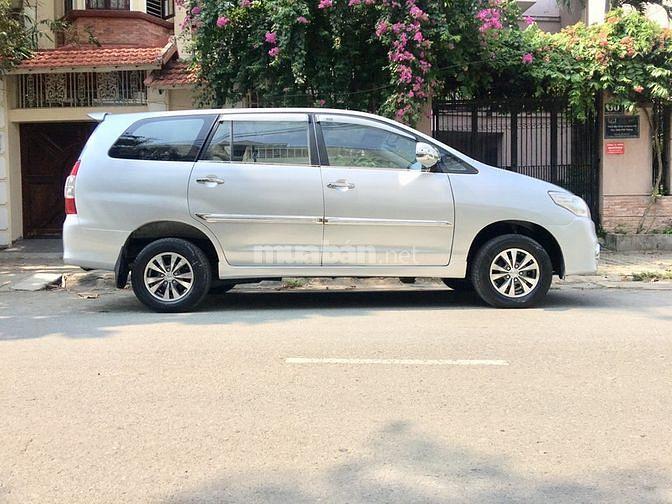 Bán xe Toyota INNOVA đời cuối 2012 màu bạc, gia đình bảo dưỡng kỹ