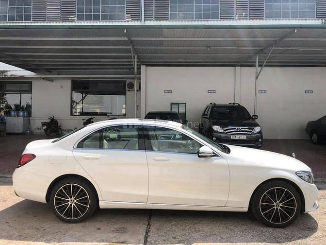 Bán xe Mercedes C200 Exclusiver cũ trắng 2019
