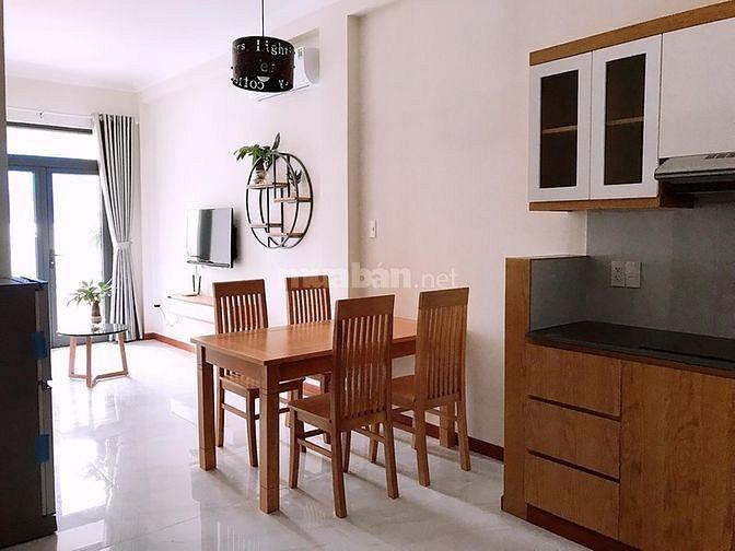 Cho thuê căn hộ quận 3, 2PN ban công trung tâm thành phố.