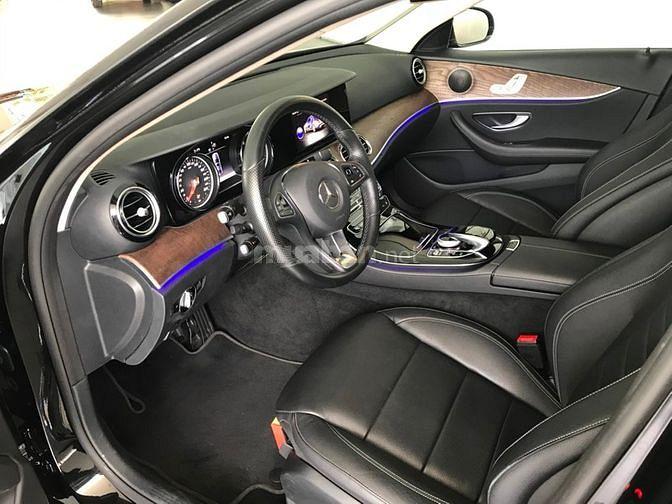Bán xe Mercedes-Benz E200 200 màu đen,1.699 triệu, xe cũ chính hãng