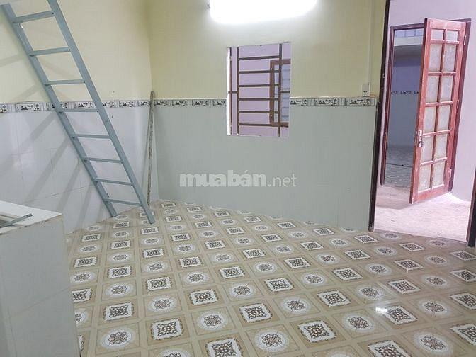 Phòng đẹp, rộng 40m2 sàn, có gác rộng, bếp, phù hợp cho gia đình