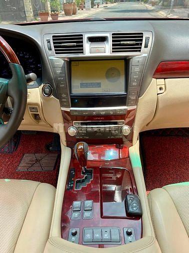 Bán Lexus LS460 model 2011 màu đỏ nội thất kem