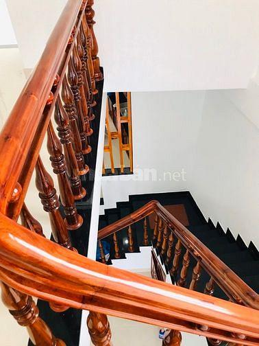 Bán nhà 2 tầng nội thất gỗ đầu kiệt oto đường Hải Triều