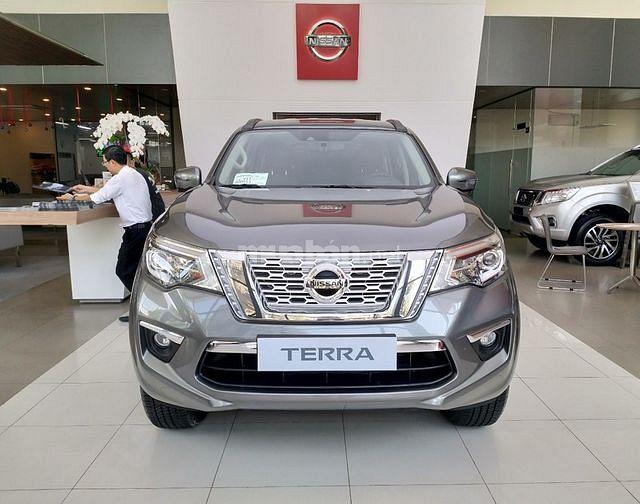 Nissan Terra 2 cầu full option KM cuối năm 200 triệu