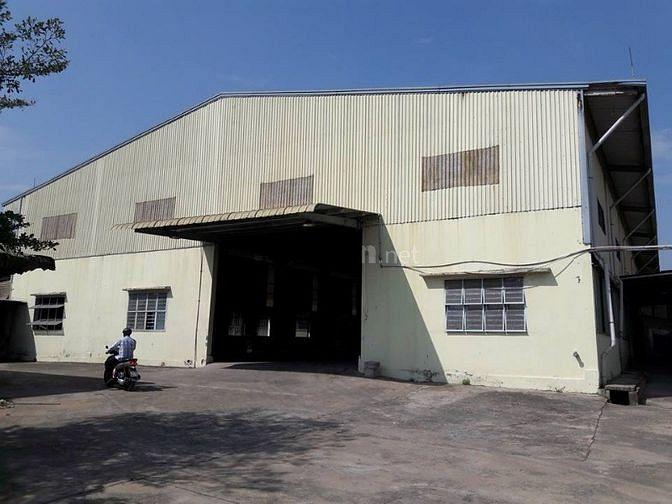 Cho thuê kho xưởng 2500m2 giá 135 triệu ở Phan Văn Hớn Q12