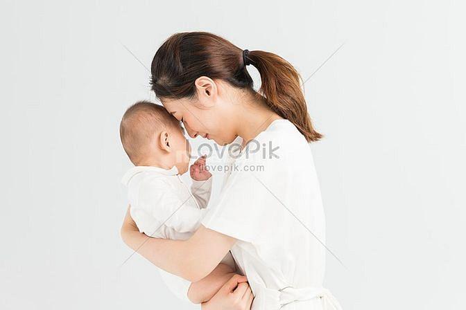 Gia đình cần 1 người giữ em bé 1 người giúp việc nhà 1 người chăm bà