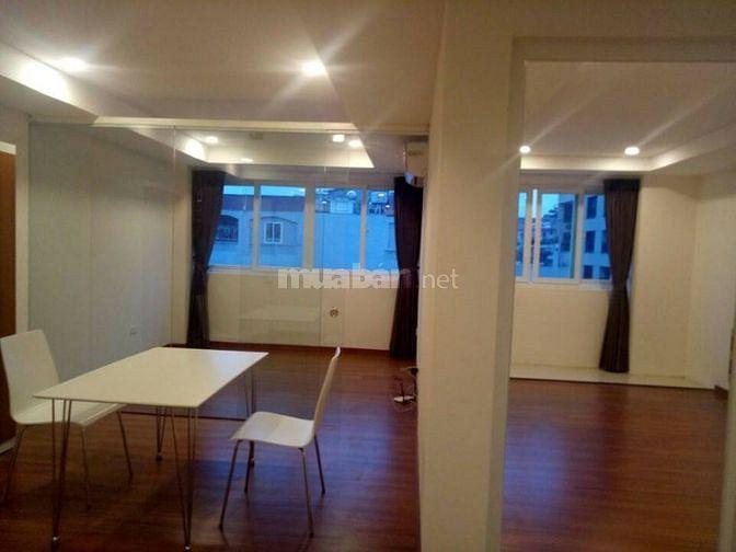 Cho thuê căn hộ 2 phòng ngủ 65m2 đủ đồ sàn gỗ, phố đông các ô chợ dừa