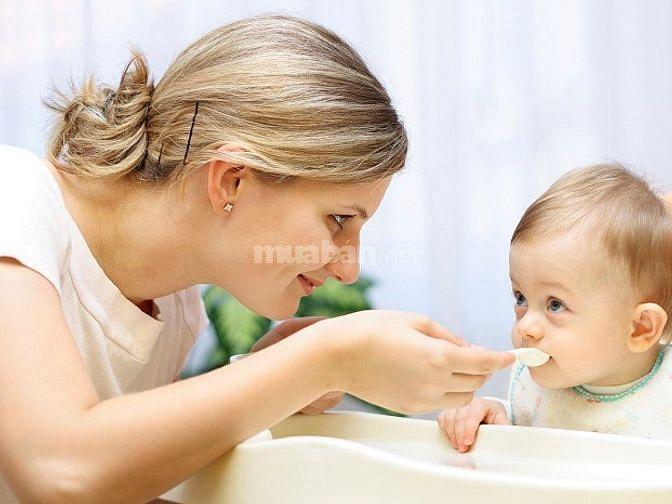 Gia đình cần tìm 1 người giữ bé 1 người giúp việc nhà 1 người chăm bà