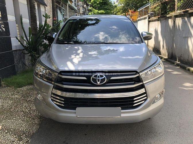 Bán Toyota Innova 2019 số sàn màu Xám