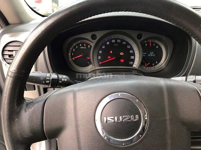 Bán isuzu Dmax bán tải 2 cầu,số sàn đời cuối 2011,đăng ký 2012,loại 3.