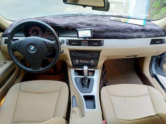Cần bán BMW 320i số tự động 2011, màu Xanh cực đẹp.