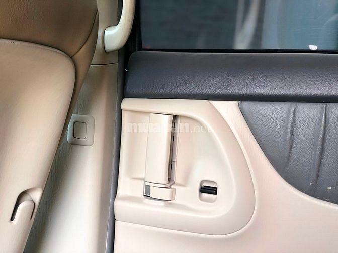 Cần bán Toyota Sienna model 2007 màu xám , xe nhập Mỹ nguyên chiếc